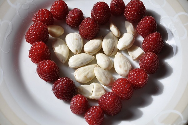 Almond nut suppliers - Flowers and Fruits